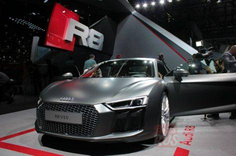 Audi R8 V10 vs Bike – кто кого?