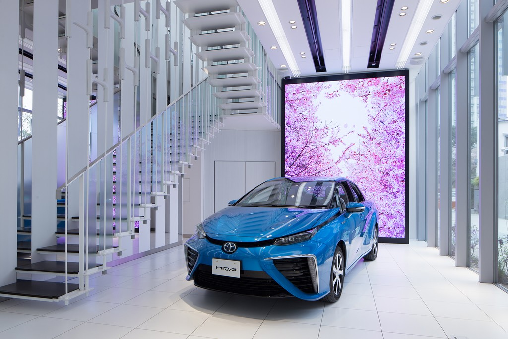Шоу-рум для водородного автомобиля Toyota Mirai