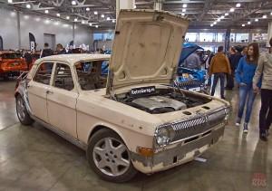 Это не Волга, это Lexus, накрытый кузовом от ГАЗ-24. Это уже не тюниг, а хот-род.