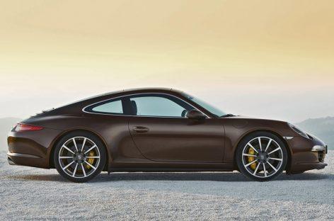 На Porsche 911 Carrera 4 можно ездить даже зимой