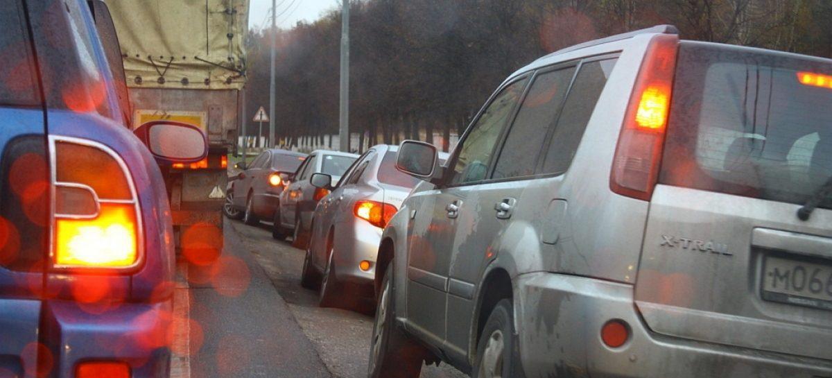Московские камеры начали фиксировать езду по обочине