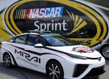 Toyota Mirai – первый водородный NASCARовец