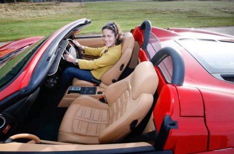 Любая женщина может управлять Lamborghini
