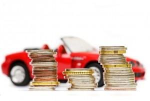 Монеты на фоне игрушечного кабриолета