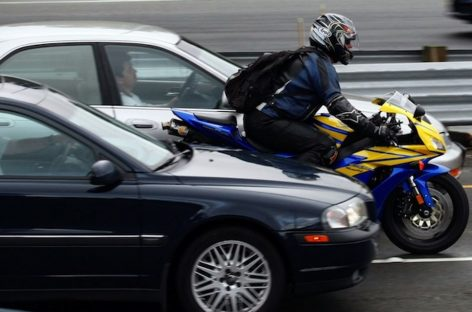 Мотоциклистов могут обязать носить светоотражатели на одежде