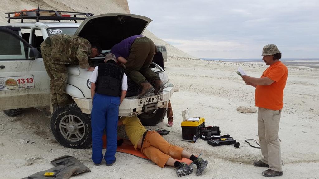 Мозговой автомобильный штурм в кахахстанских степях выглядит примерно так