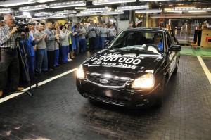Торжественная церемония: АвтоВАЗ выпустил 900-тысячную Ладу Приора