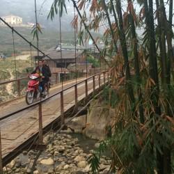 Вьетнамцы на скутере