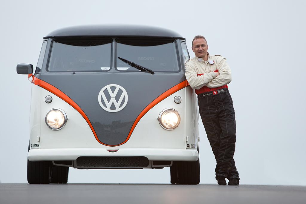 Volkswagen Transporter T1 на гоночной трассе Bilster Berg