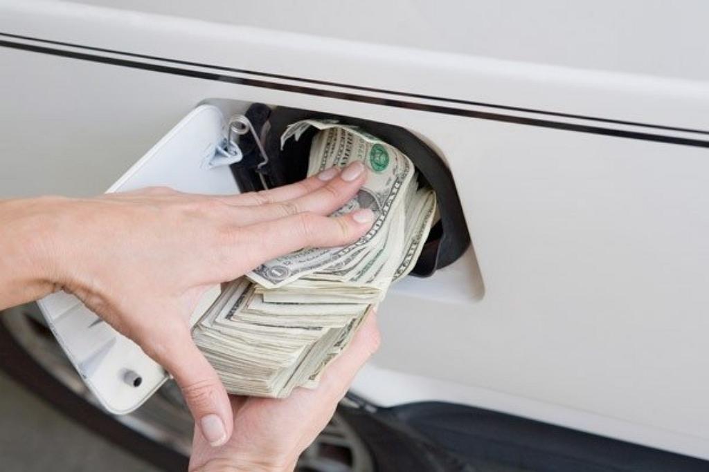 Заправка автомобиля деньгами