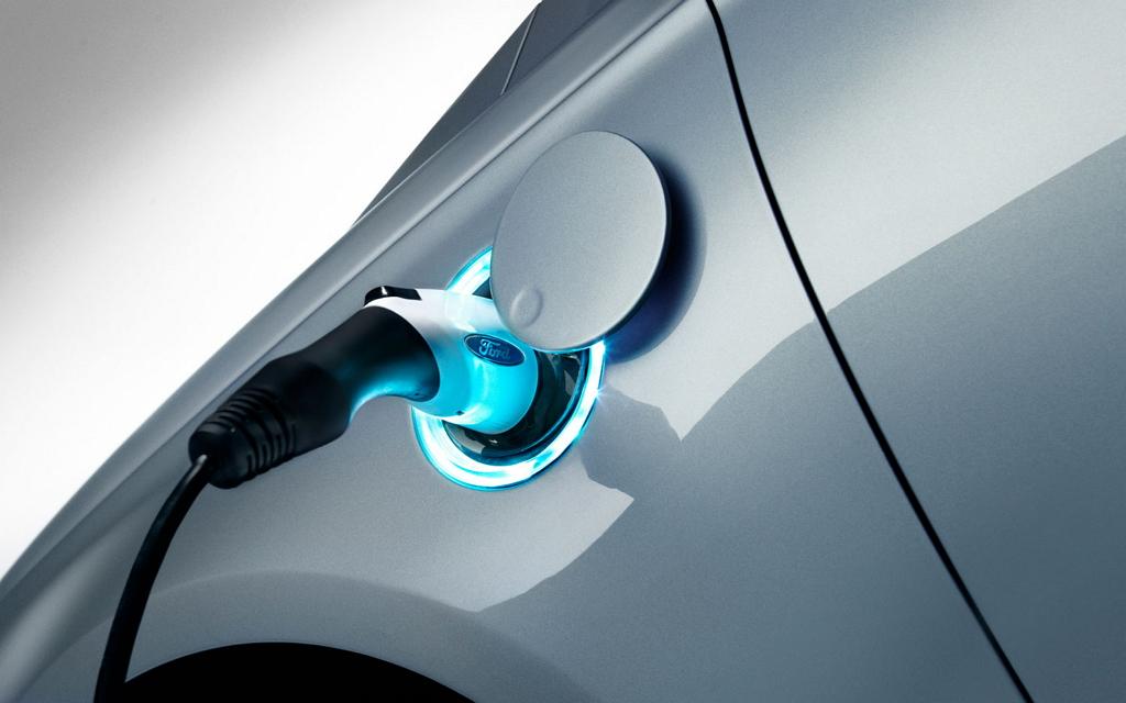 Зарядка электрического автомобиля Ford