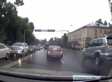 В Алматы смелые водители!
