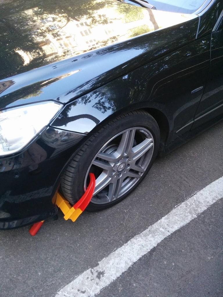 Автомобильные мошенники блокируют колеса