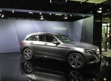 Преемник Mercedes-Benz GLK дебютировал в модном окружении