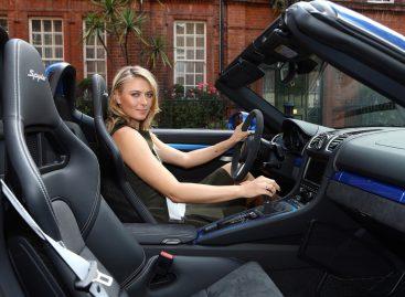 Мария Шарапова прокатилась на новом Porsche Boxster Spyder