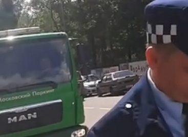 Жители Головина отбили автомобили у эвакуаторщиков