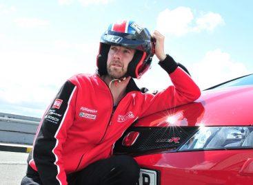 Основатель знаменитой группы Kaiser Chiefs пилотирует Honda Civic Type R