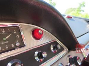 Тревожная красная кнопка – лампа давления масла