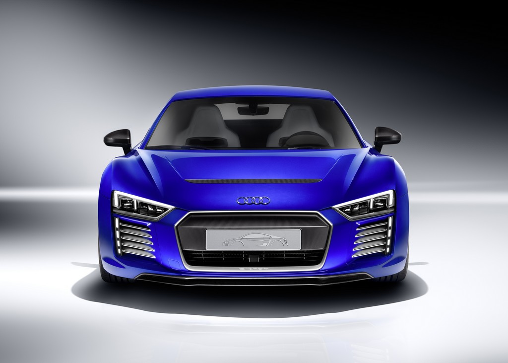 Усовершенствованный беспилотный электромобиль Audi R8 e-tron