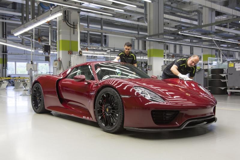 Заключительный аудит последнего Porsche 918 Spyder на заводе в Штуттгарт-Цуффенхаузене