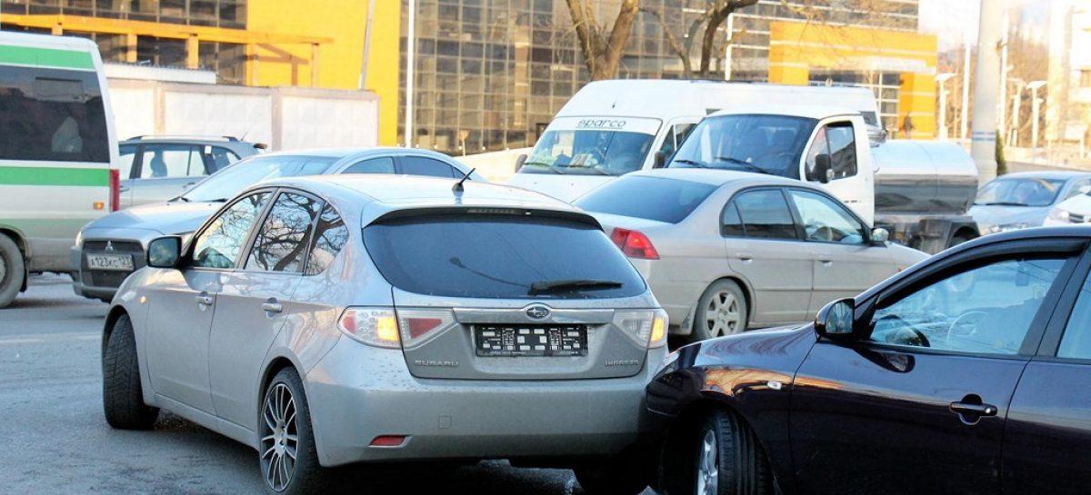 Поправки к ПДД обязывают покидать место аварии
