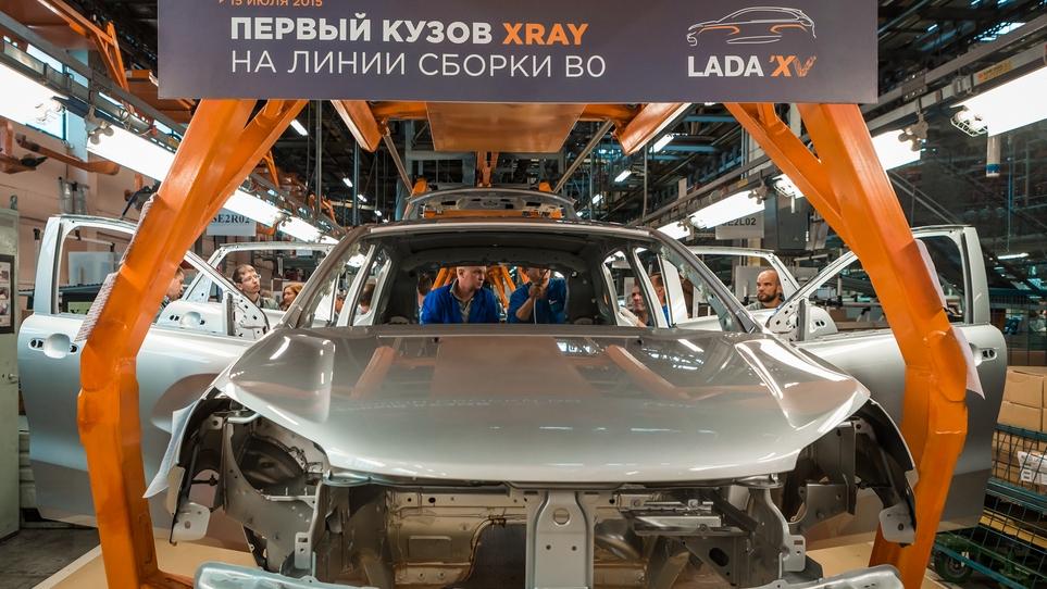 Кузов Lada XRay на сборочном конвейере
