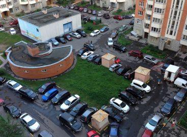 За парковку возле подъезда могут штрафовать