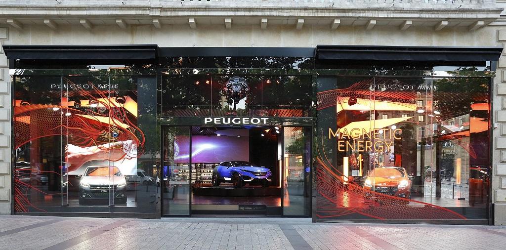 Шоу-рум Peugeot, представляющий новый Peugeot 208