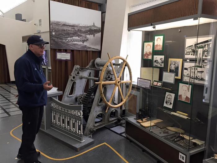 В музее Калашникова