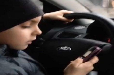 Мальчик за рулем (Киев)