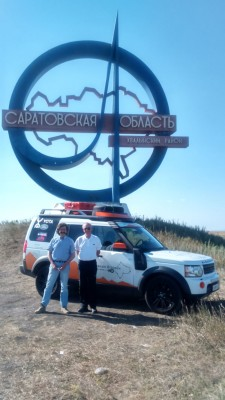 Land Rover Discovery подъехал к Саратовской области