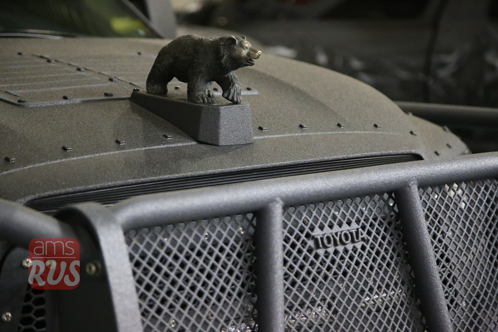 Медведь – русский. Остальное – японское