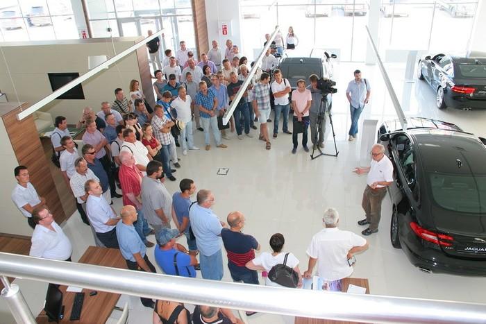 Встреча с автомобилистами в центре Jaguar Land Rover