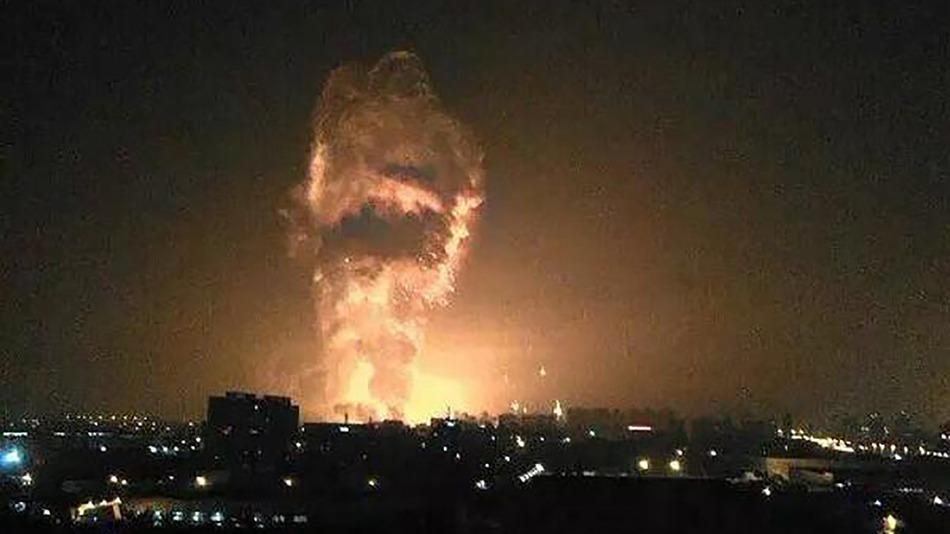 Взрывом в Тяньцзине уничтожены тысячи автомобилей