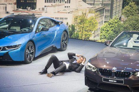 Глава BMW упал в обморок во время презентации на Франкфуртском автосалоне