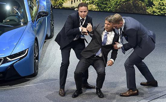 Глава BMW Харальд Крюгер упал в обморок