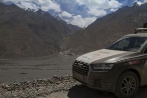 Волок-Туркестан 2015 Audi Q7 на фоне Пянджа и Афганистана
