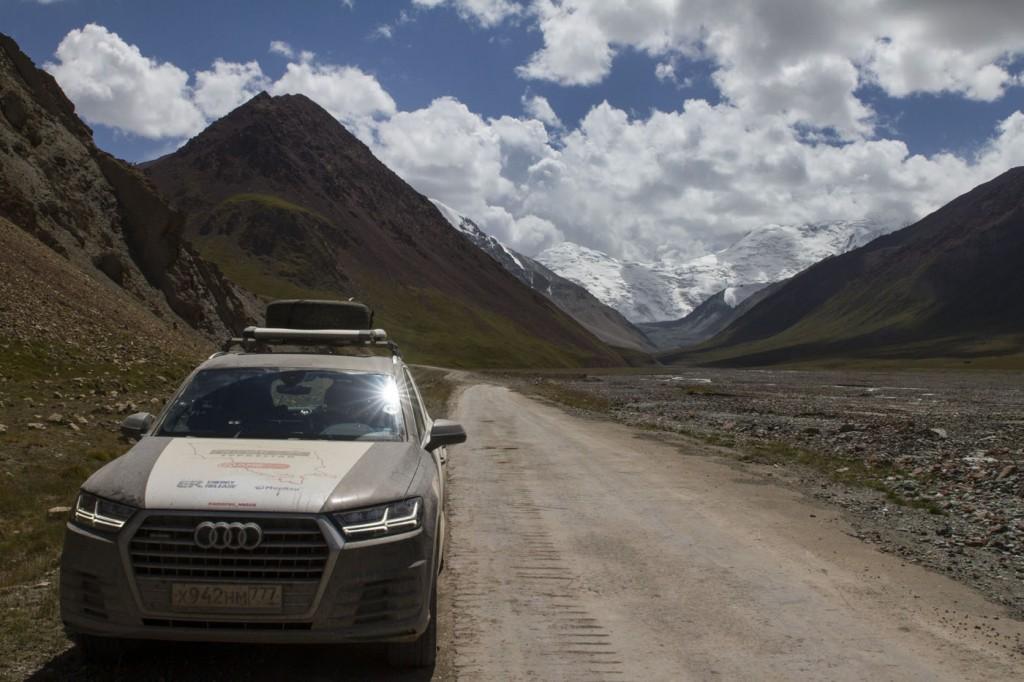 Волок-Туркестан 2015 Волок-Туркестан 2015 Audi Q7 на перевале Ак-Байтал 4700 м