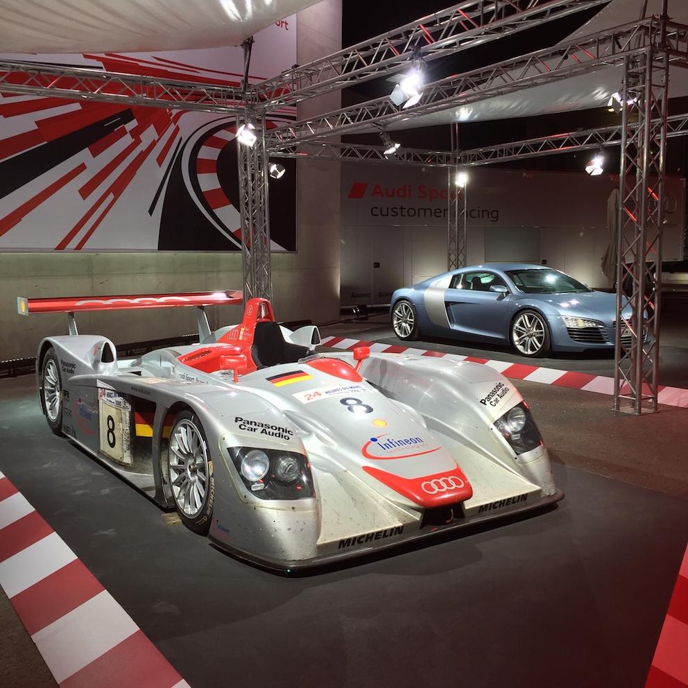 Серийный суперкар Audi R8 V10 второго поколения