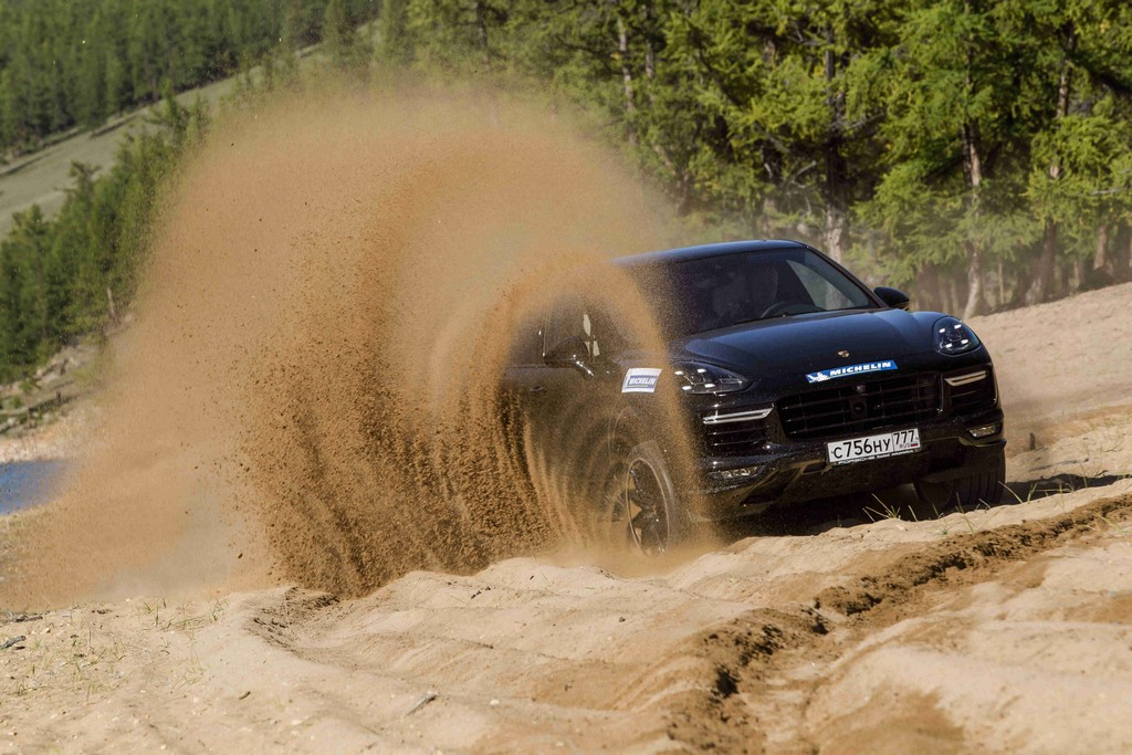 Porsche в Монголии тестирует шины Michelin
