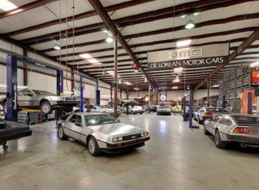 Увидеть DeLorean Motor Company изнутри