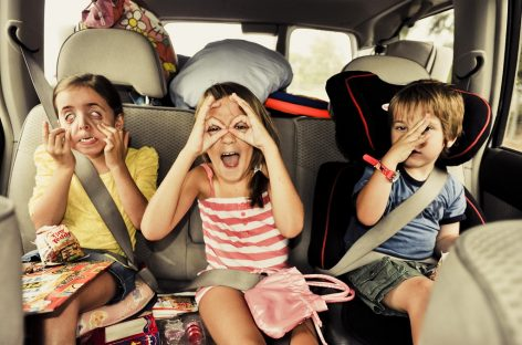 Война детей с родителями в автомобиле