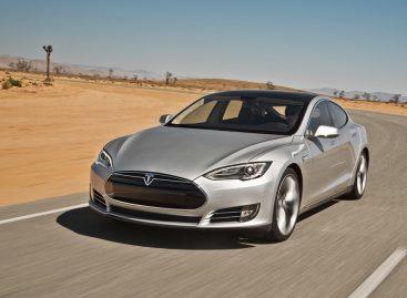 Tesla сделала автопилот