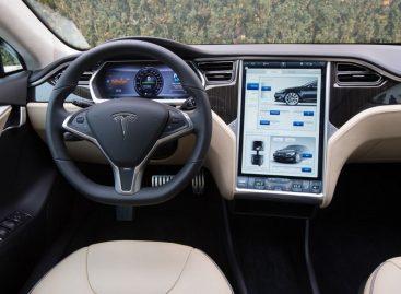 Автопилот Tesla протестировали в Москве