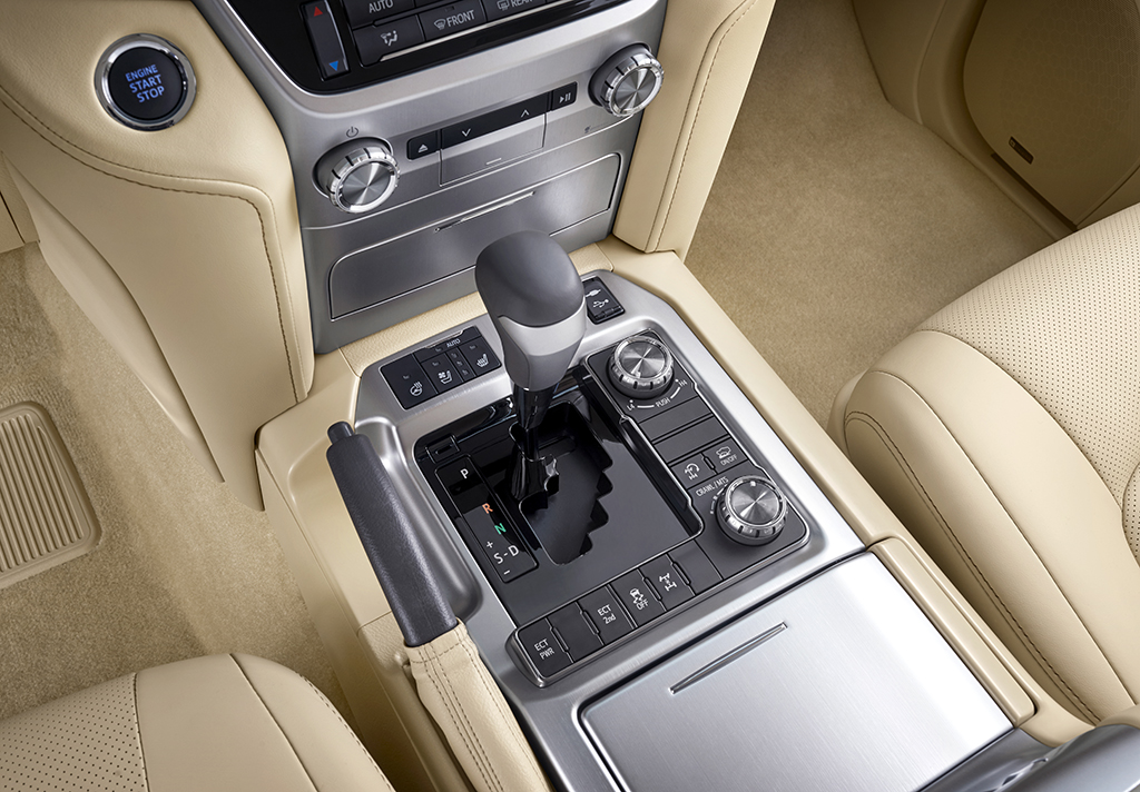 Toyota Land Cruiser 200 2015 года выпуска