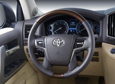 У нового Toyota Land Cruiser 200 хватает брутальности