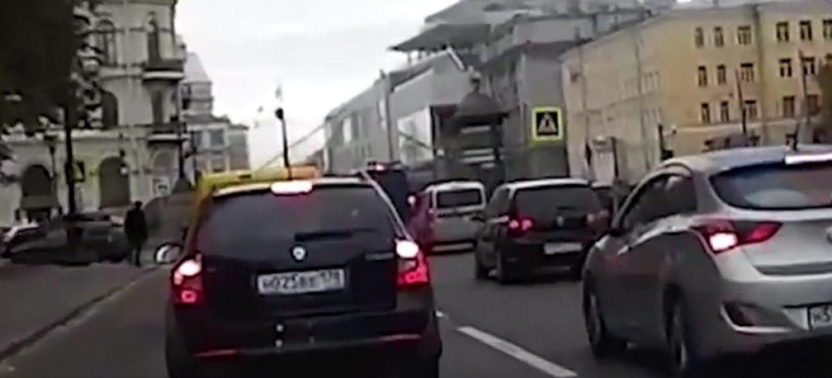 Сбросившего пешехода в Крюков канал бизнесмена будут судить