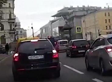 Водитель Audi сбросил пешехода в Крюков канал
