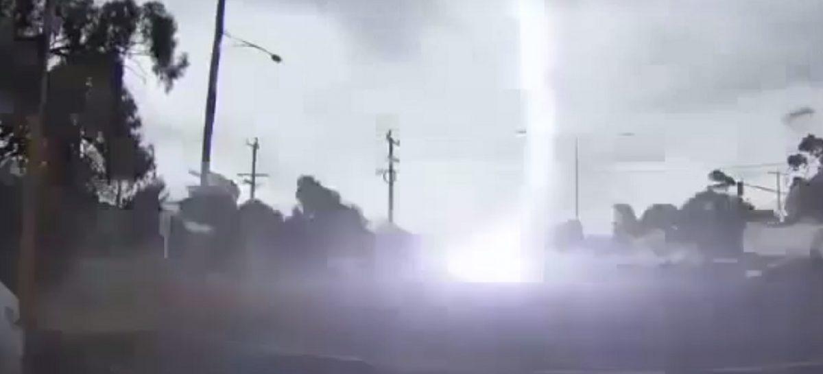 Что будет, если в машину попадет молния?