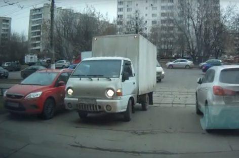 Автомобиль vs трамвай